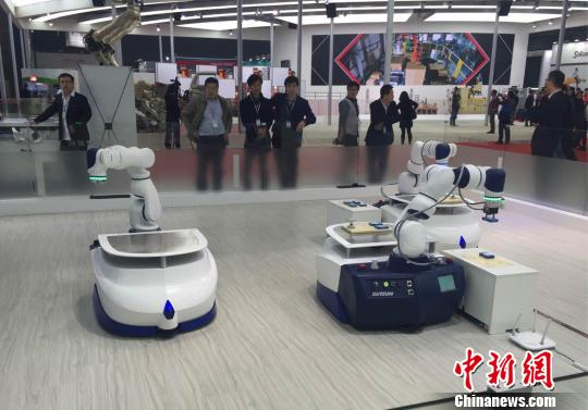 """机器人与AI""""相恋"""" 人与机器共存时代将来临?"""