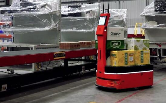 """""""勤劳懂事""""的搬运工AICRobo仓储运输机器人"""