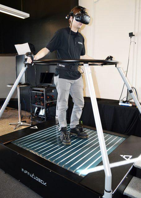 操作│Infinadeck的最新原型是最自然的VR跑步机