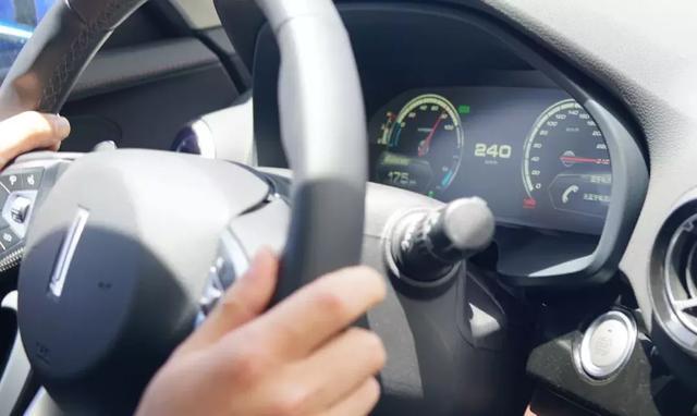 首试WEY P8:五年磨一剑的插电混动SUV能打多少分?