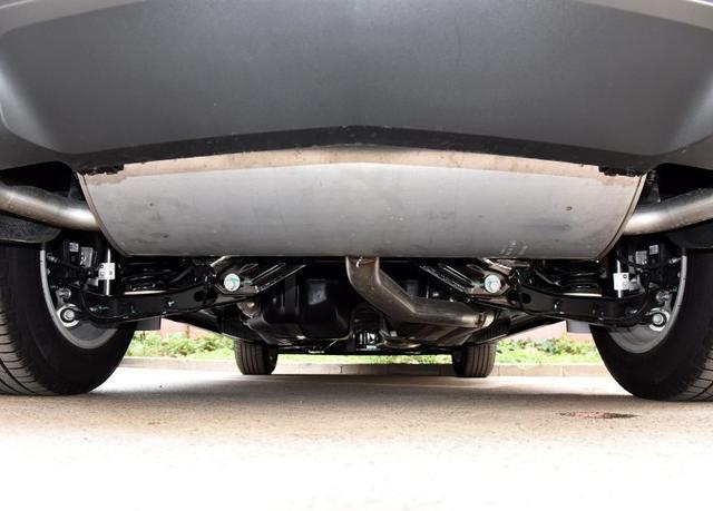 叫板奔驰GLC,标榜美系豪华车,凯迪拉克XT5居然用蜡烛灯?