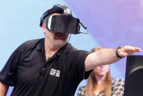 AI 芯天下 | 英特尔叫停VR/AR,是行业不行吗?