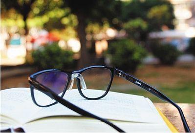 """防蓝光眼镜不是""""护身符"""" 或将加重视觉疲劳"""