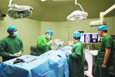 """骨科手术机器人""""天玑""""首秀 骨科迈入智能化时代"""