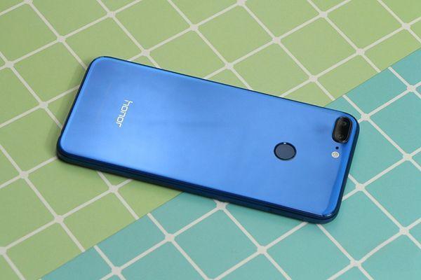 盘点最新发布的3款千元全面屏手机:有颜有料