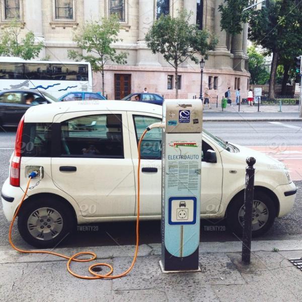 动力电池价格大幅下降 电动汽车有望迎来拐点