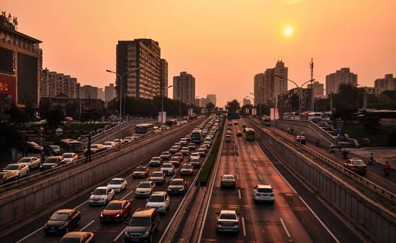 比亚迪:必须在纯电动车领域建起竞争护城河