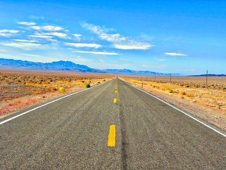 全国首批智能网联汽车开放道路测试号牌今日在沪发放