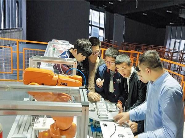 工业机器人技术学哪些方面?