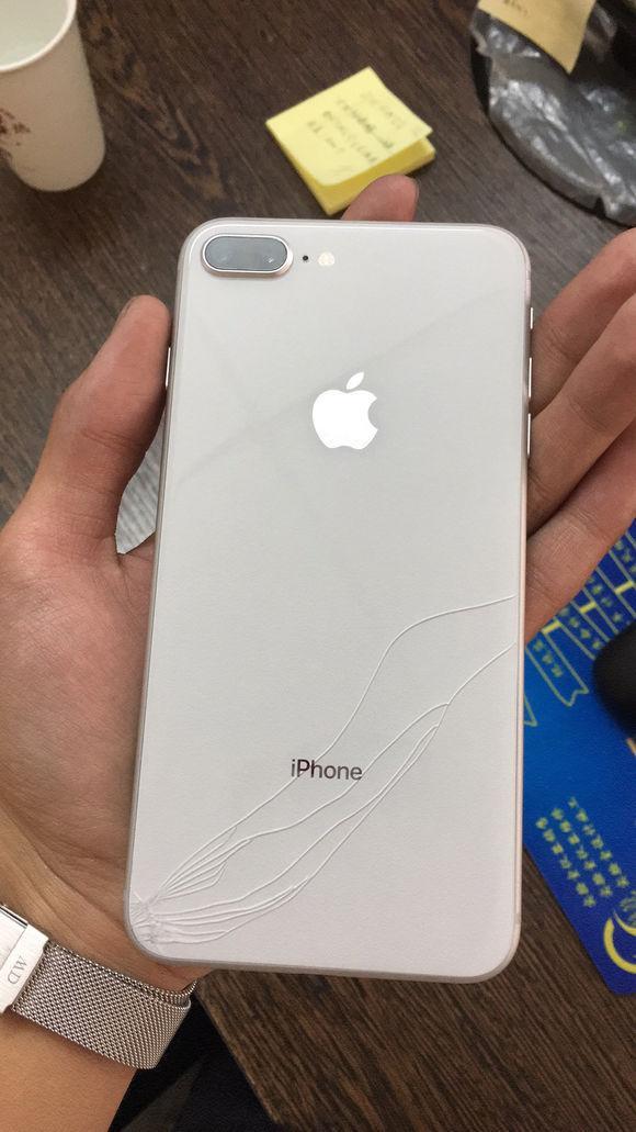"""""""天价""""iPhone8玻璃后盖吓坏果粉,华强北:20块钱就可以搞定!"""