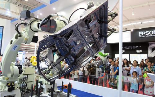日本机器人厂商寻求与中企合作 提高全球竞争力