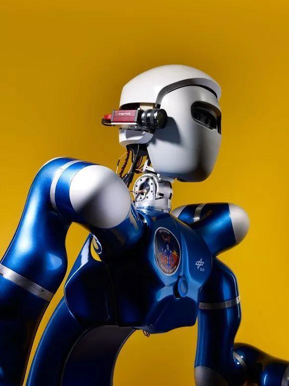 机器人早报:AI大神怒喷机器人索菲亚 一是场彻头彻尾的骗局
