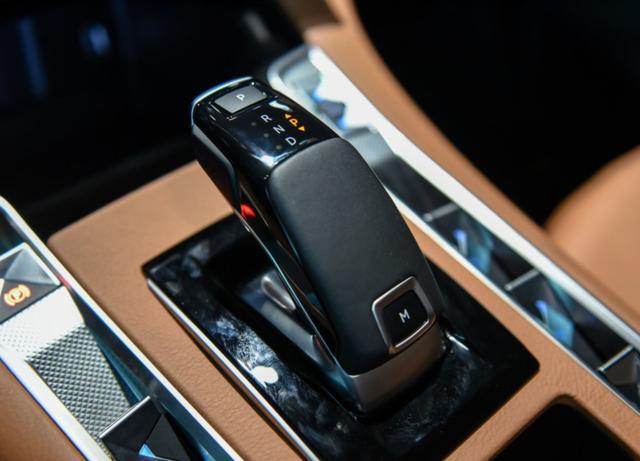 20.89万起,8AT和独立悬架,DS7国产后能卖好吗?设计浮夸噪音大