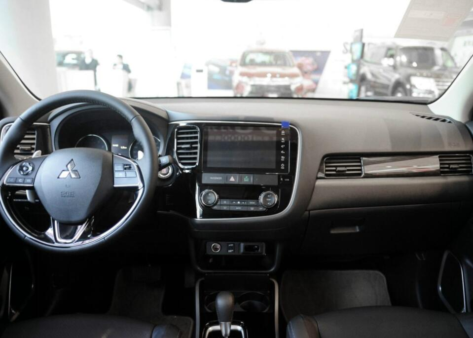 20万就可以入手的四驱7座SUV,三菱欧蓝德为啥就是卖不好?