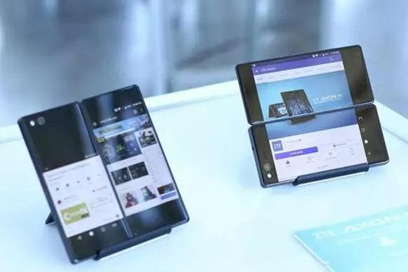 中兴最新推出折叠双屏手机Axon M