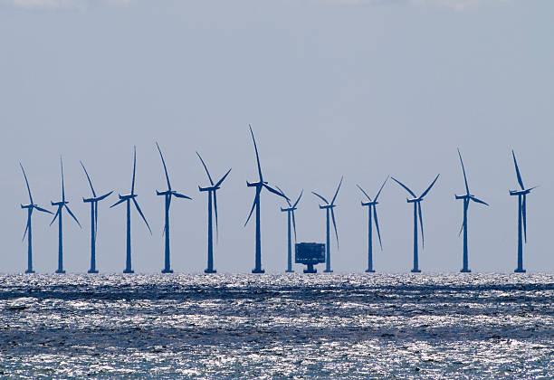 """海上风电""""超级工程"""" 首台机组成功并网发电"""