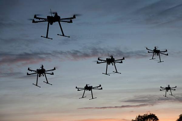 英特尔室内齐飞100架无人机 创世界纪录