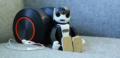 """日本推出""""歌神""""版机器人手机 通音律功能强大"""