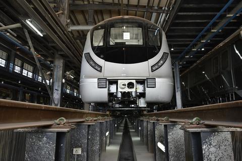 印度新德里无人驾驶地铁试运行期间发生事故