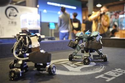 机器人走上格斗场演绎现实版《铁甲钢拳》