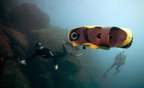 """全球首创""""潜拍""""无人机 可轻松捕捉海底景色"""