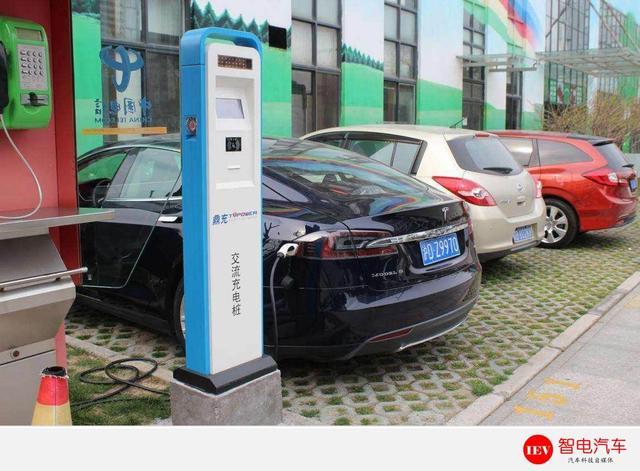 8年耗资几千亿,补贴一退出,电动汽车能不能打得过汽油车?