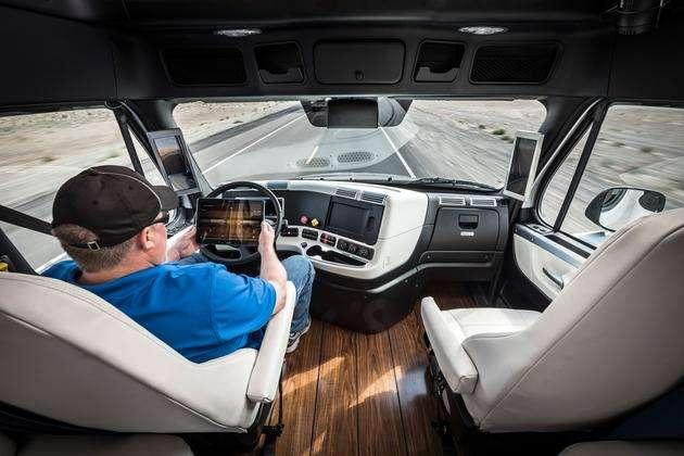 自动驾驶迎热潮 智能汽车将成弯道超车新拐点