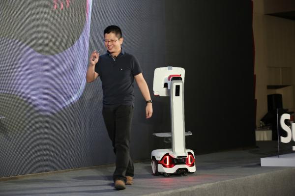 炬星牵手英伟达、京东推出⼈机协作型自主移动机器⼈「Syrius炬星AMR」