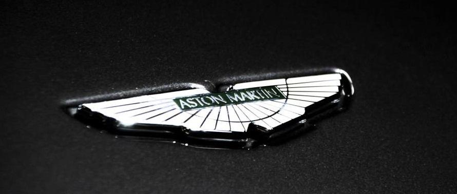 阿斯顿马丁强势杀入SUV领域,首款车型V12发动机,宾利添越笑了