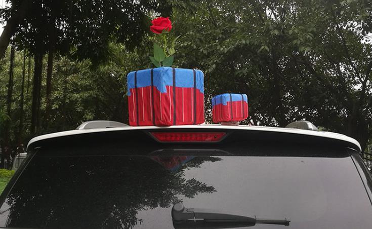 车顶贴玩偶日益流行被指存安全隐患,应该全面禁止吗?