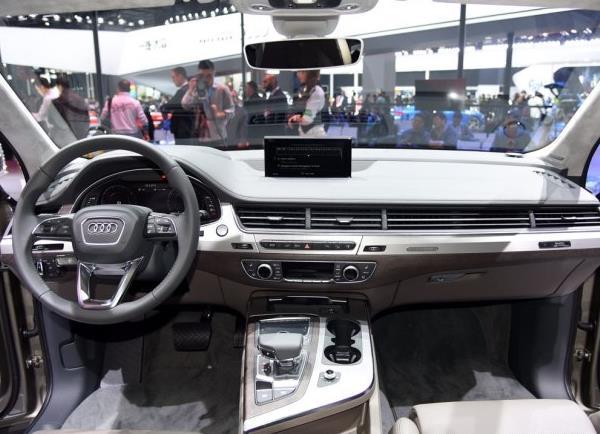 8速变速箱全时四驱+空气悬架,这样的混动豪华SUV你爱不爱?