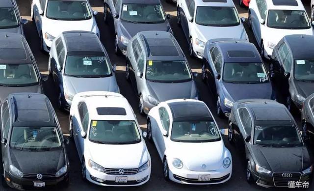 密集恐惧症莫入,大众在美国的沙漠里停满了召回后回购的汽车