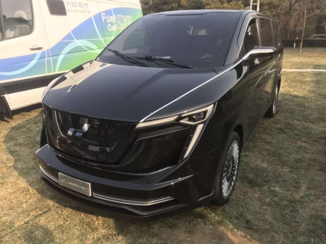 在中国电动汽车论坛(2019)参展的艾康尼克7系图片