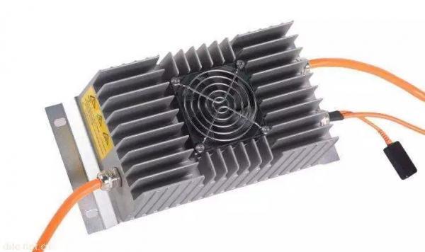 一、序言 经过各种查文献资料再结合之前的一些项目经历,大概整理了一下。个人经验,有不对的地方,请帮忙指正。本文主要介绍组成电动汽车的各个高压部件及其作用。 二、高压系统的组成 在电动汽车上,整车带有高压电的零部件有动力电池,驱动电机,高压配电箱(PDU),电动压缩机,DC/DC,OBC,PTC,高压线束等,这些部件组成了整车的高压系统,其中动力电池,驱动电机,高压控制系统为纯电动汽车上的三大核心部件。 1.