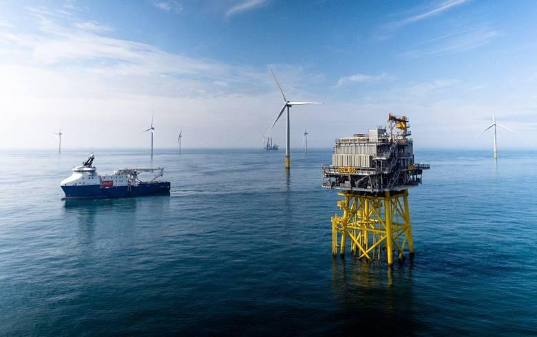 國內首座1200噸自航自升式風電安裝平臺首吊成功