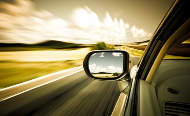 使用有安全保障的闪存存储构建安全的汽车系统