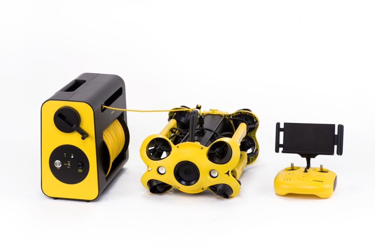 从左至右:电子绕线器、潜鲛Ⅱ、全新遥控器.jpg