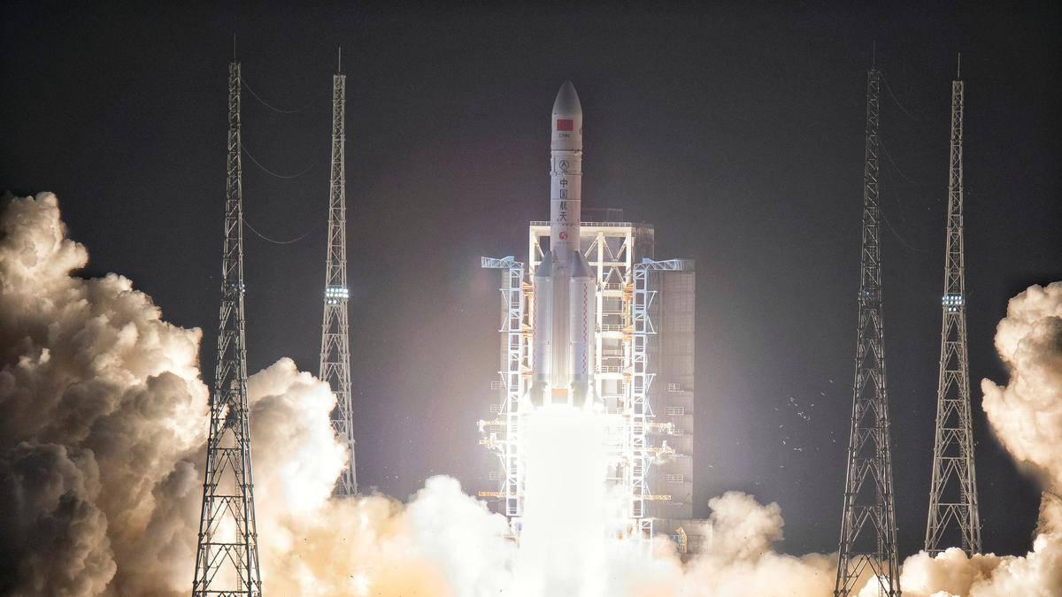 长征五号成功发射,起飞重量达870吨