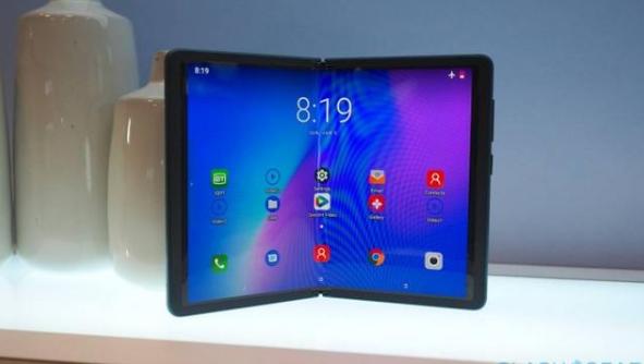 TCL展示旗下首款折叠屏手机,7.2英寸,价格尚未公布