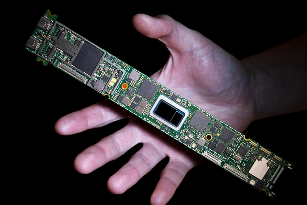 Intel 10nm++ Tiger Lake晶圆首曝:核心面积增大20%