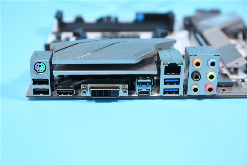 为什么说B550是性价比最高的AMD主板!七彩虹B550M GAMING FROZEN评测