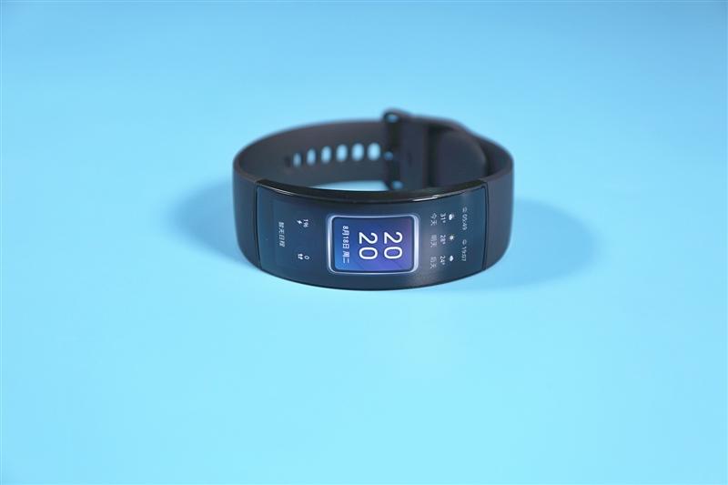 一体式曲面满满科幻感!华米Amazfit X概念手表体验:未来手表就这样