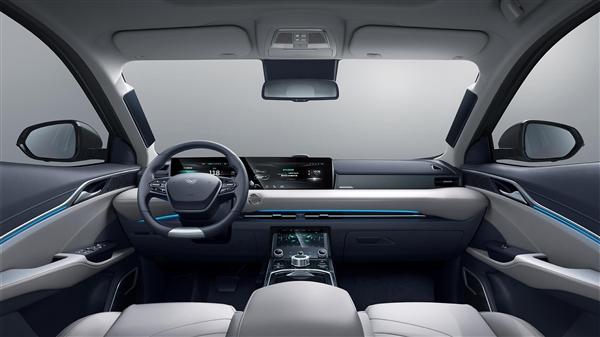 """预售15万起 四块屏幕组成""""透明A柱"""" 续航500公里的国产纯电车来了"""