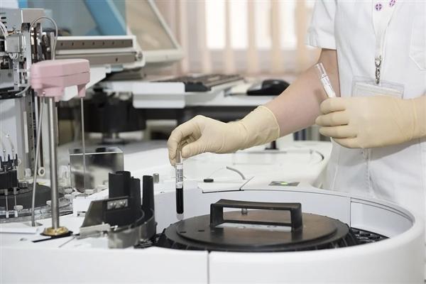 """新""""血液净化""""技术:使用磁铁来清除体内的有害物质"""