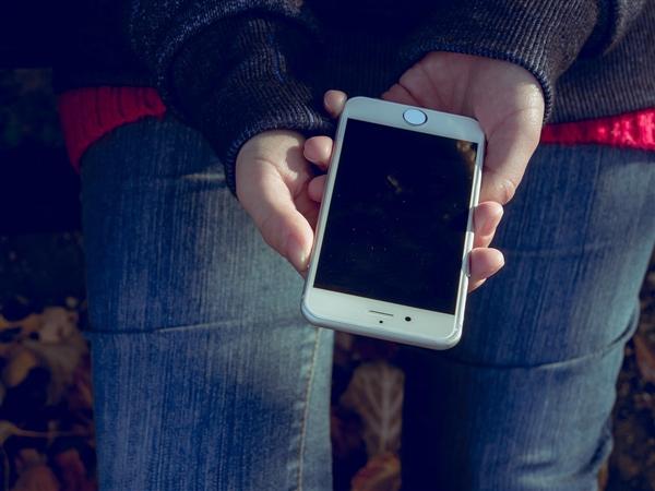 俄罗斯将会用法律强迫手机预装软件 iPhone也不例外