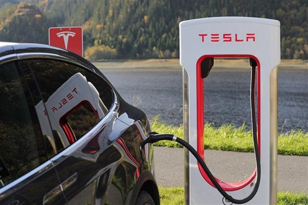 特斯拉超级充电桩收费新规定:除了电池其它用电系统也要收费