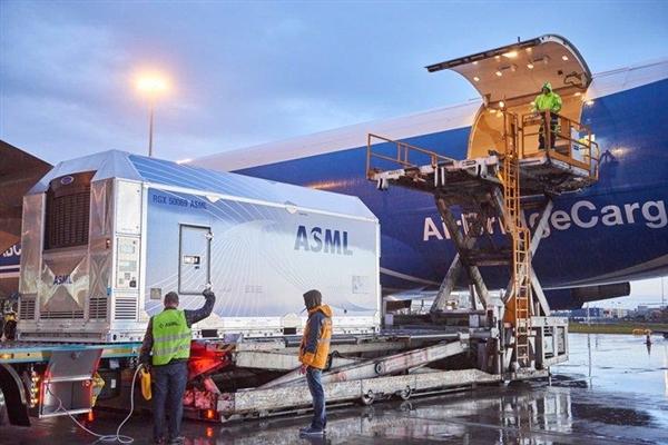 ASML公司2019年出货26台EUV光刻机 明年交付多达50台