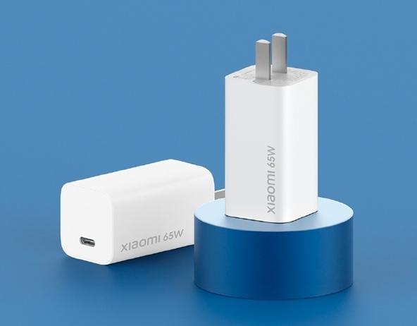 重量、宽度实测对比:苹果PC/小米10 Pro标配/小米GaN充电器