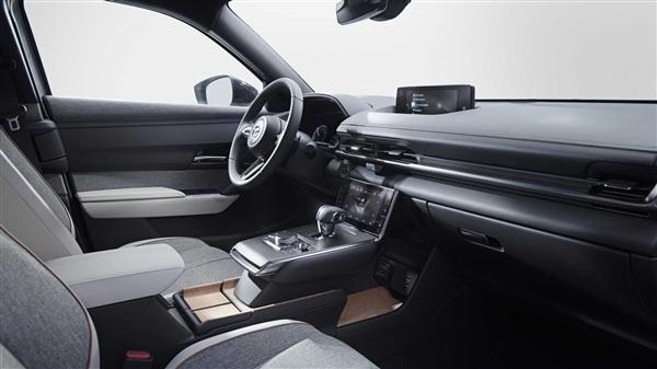 对开门设计!马自达首款纯电动SUV开卖:续航200公里