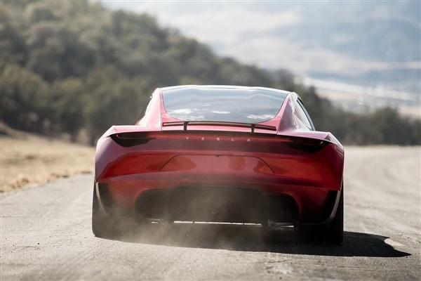 特斯拉亮大招!马斯克自曝年底量产Roadster 百公里加速仅2.1秒